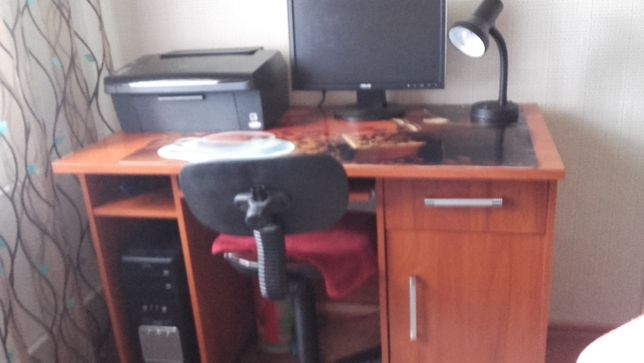 Sprzedam komputer wraz z drukarką i biurkiem