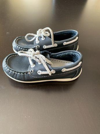 Sapatos menino 25
