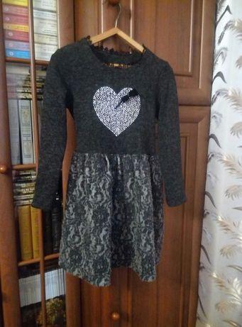 Нарядное теплое платье произв.Украина на девочку 7-9 лет