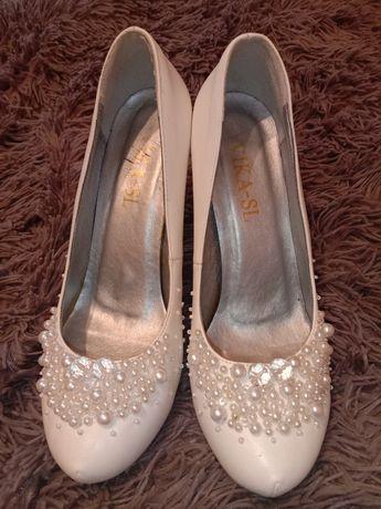 Свадебные нарядные туфли