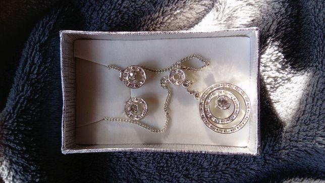 Komplet kolczyki i naszyjnik w kolorze srebrnym