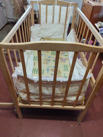 Срочно Детская кроватка  и много всякого к ней