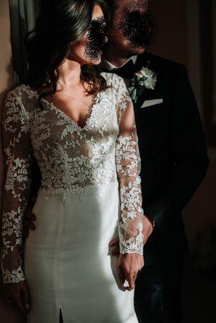 Kobieca suknia ślubna projektu Viola Piekut Gratis jedwabny welon