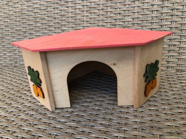 Domek drewniany dla gryzoni dla świnki.