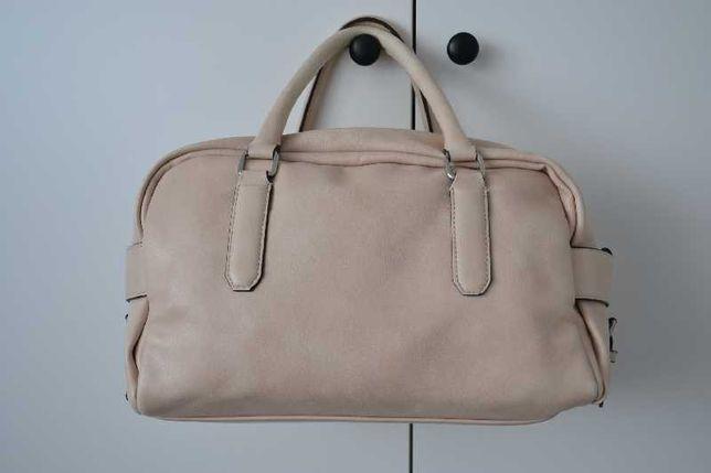 Kremowa torebka firmy Zara