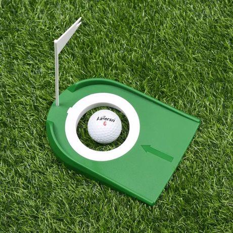 Лунка для гольфа с флажком