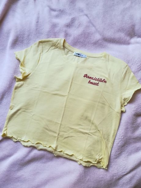 jasno żółta bananowa krótka koszulka bluzka wyszywany napis S