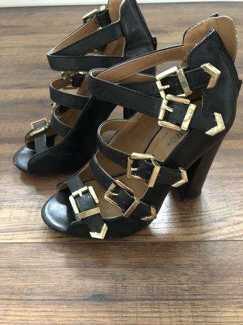 Sandałki z klamerkami rozmiar 36