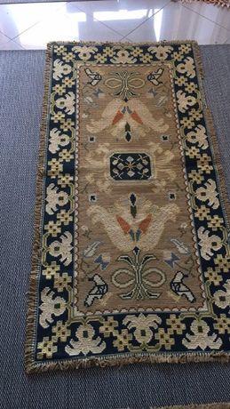 Vendo Tapetes de quarto Arraiolos feitos à mão