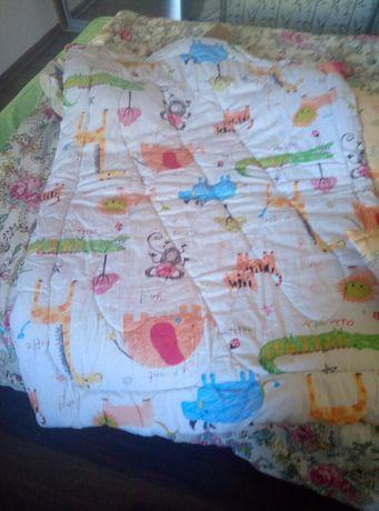 В кроватку,2 подушки и одеяло