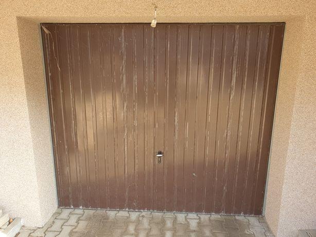 Brama garażowa uchylna reczna