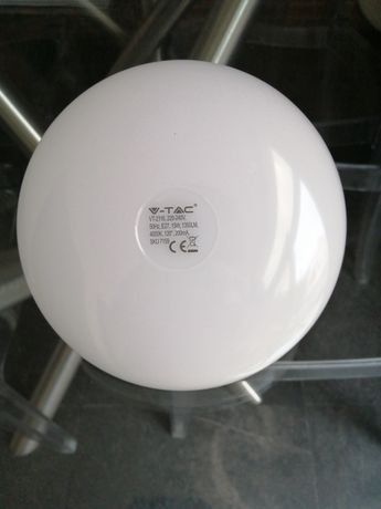 Lâmpada debaixo consumo para candeeiro em que se veja a lâmpada.