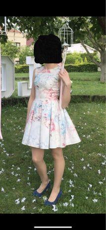 Biała sukienka w kwiaty S (S. Moriss)