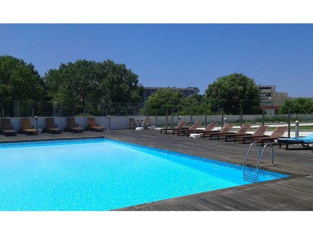 Apartamento T2 para arrendar na Foz do Douro, no Porto.