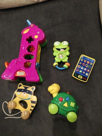 Zestaw kilku zabawek (bez żyrafy)