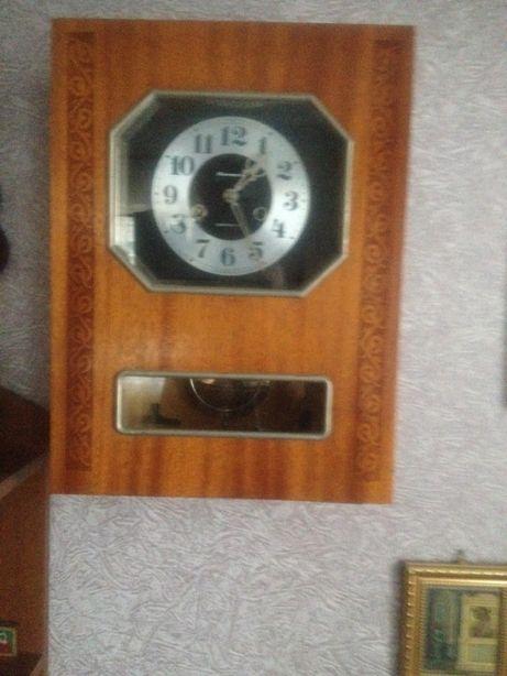 продаю настінний годинник