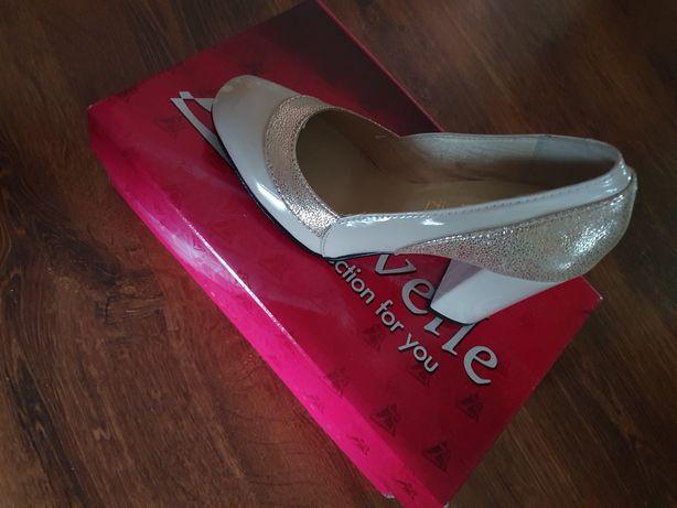 Продам жіночі шкіряні туфлі