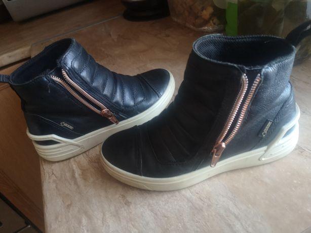 Дитяче шкіряне взуття