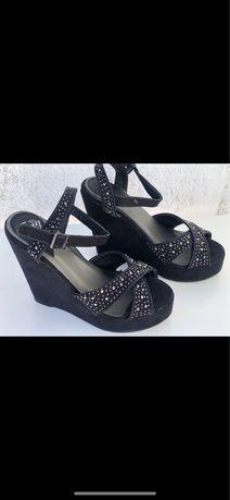 Sandalias de cunha pretas, para o verao, tamaho 36