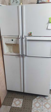 Холодильник General Electric Profile