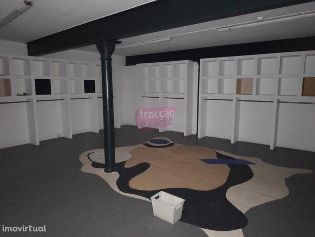 Ampla Sala/escritório na R. da Restauração na Baixa do Porto
