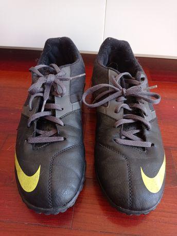 Chuteiras Nike N.42 (piso sintético)