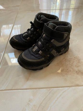 продам демисезонные ботинки фирмы ECCO