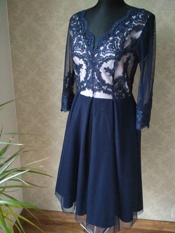 Piękna, elegancka sukienka: koronka, tiul