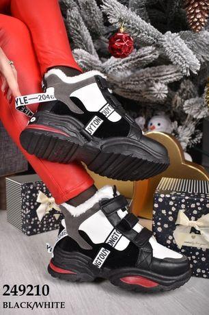 Жіночі зимні кросівки
