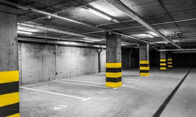 Oferuje miejsce w garażu podziemnym Mazowiecka 20