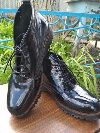 Женские лакированные туфли-ботиночки 40р.С