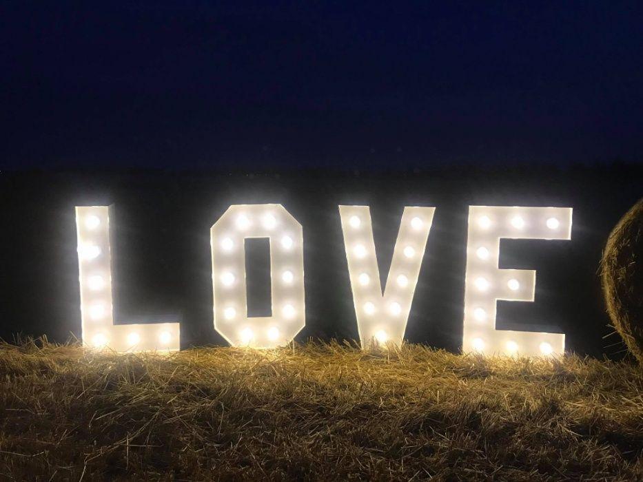 "napis ""LOVE"" wynajem"