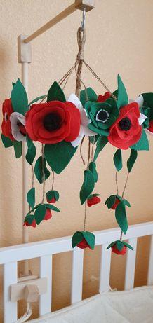 Мобиль детский  из фетра цветы и кронштейн