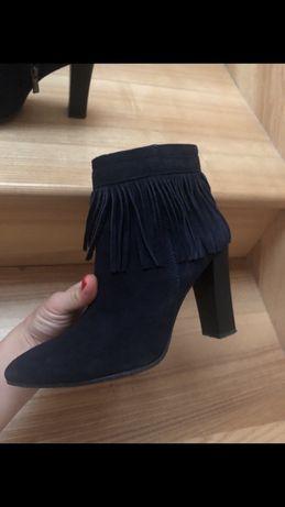 Весенние замшевые ботинки Reserved