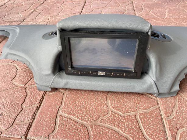 Mercedes Sprinter Панель з магнітолою