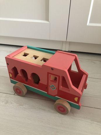 Drewniana lodziarnia, auto drewniane