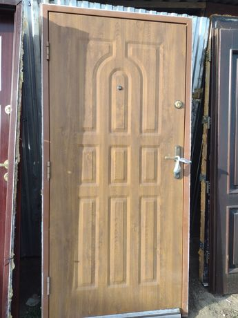 Drzwi zewnętrzne 90