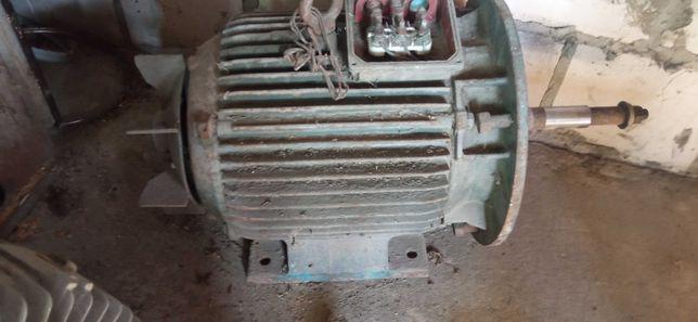 Silnik 11kw 3f leżak magazynowy