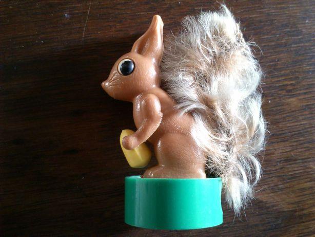 Afia lápis de coleção anos 70, esquilo come avelã quando se puxa  rabo