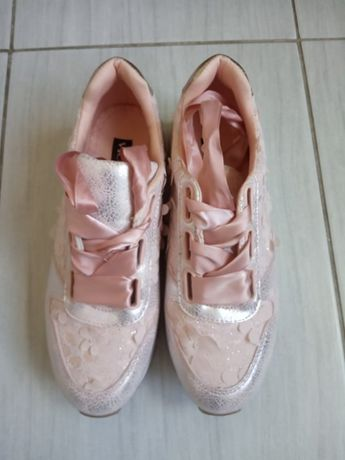 buty w kwiaty, wiązane wstążkami, r 37