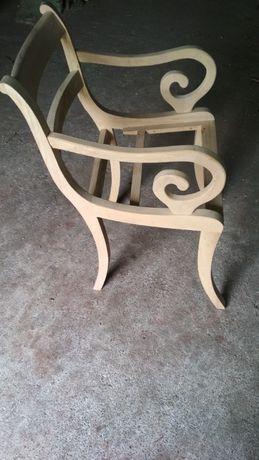Fotel z drewna liściastego