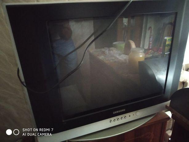 Телевизор LG u SAMSUNG не плоский.