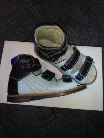 Ортопедические сандали .