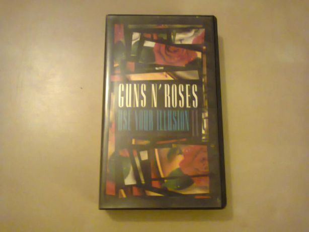 """Cassete VHS dos Guns N´Roses """"Use Your Ilusion II"""
