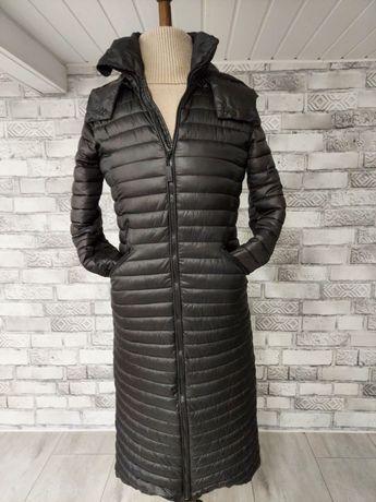 Długi płaszcz pikowany długa kurtka czarna diverse z kapturem