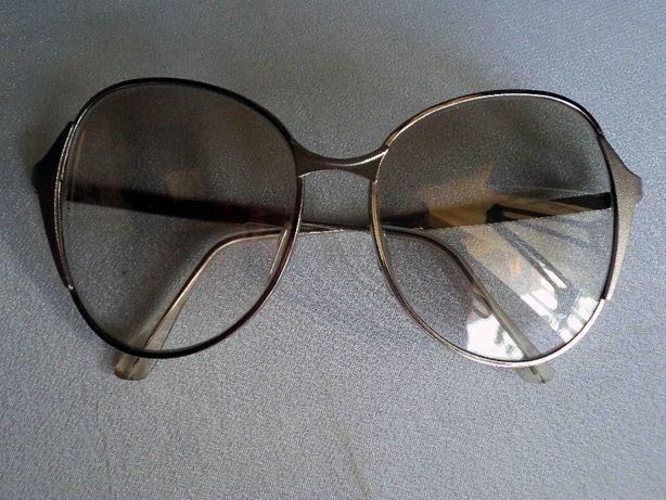 очки солнцезашитные-стекло светофильтры.