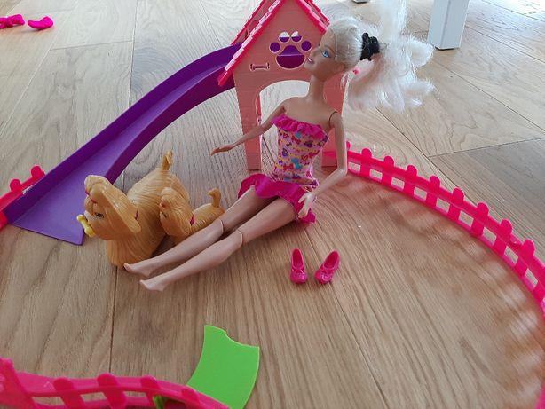 Barbie - plac zabaw z pieskami