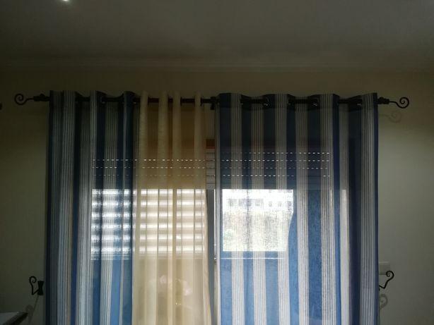 Vendo cortinados e barão com os respectivos acessórios