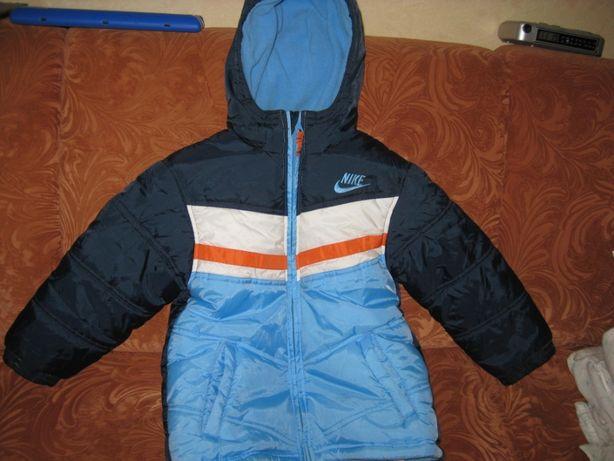 Куртка зимняя для мальчика на 6 лет с лейбом NIKE