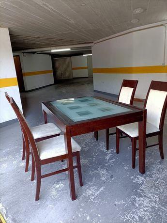 Mesa de jantar extensível com cadeiras